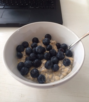 deliciousness in a bowl. healthy gluten/dairy free breakfast muesli.